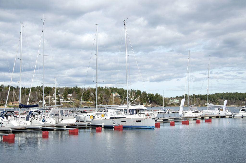 Bygga där stora segelbåtar ligger förtöjda